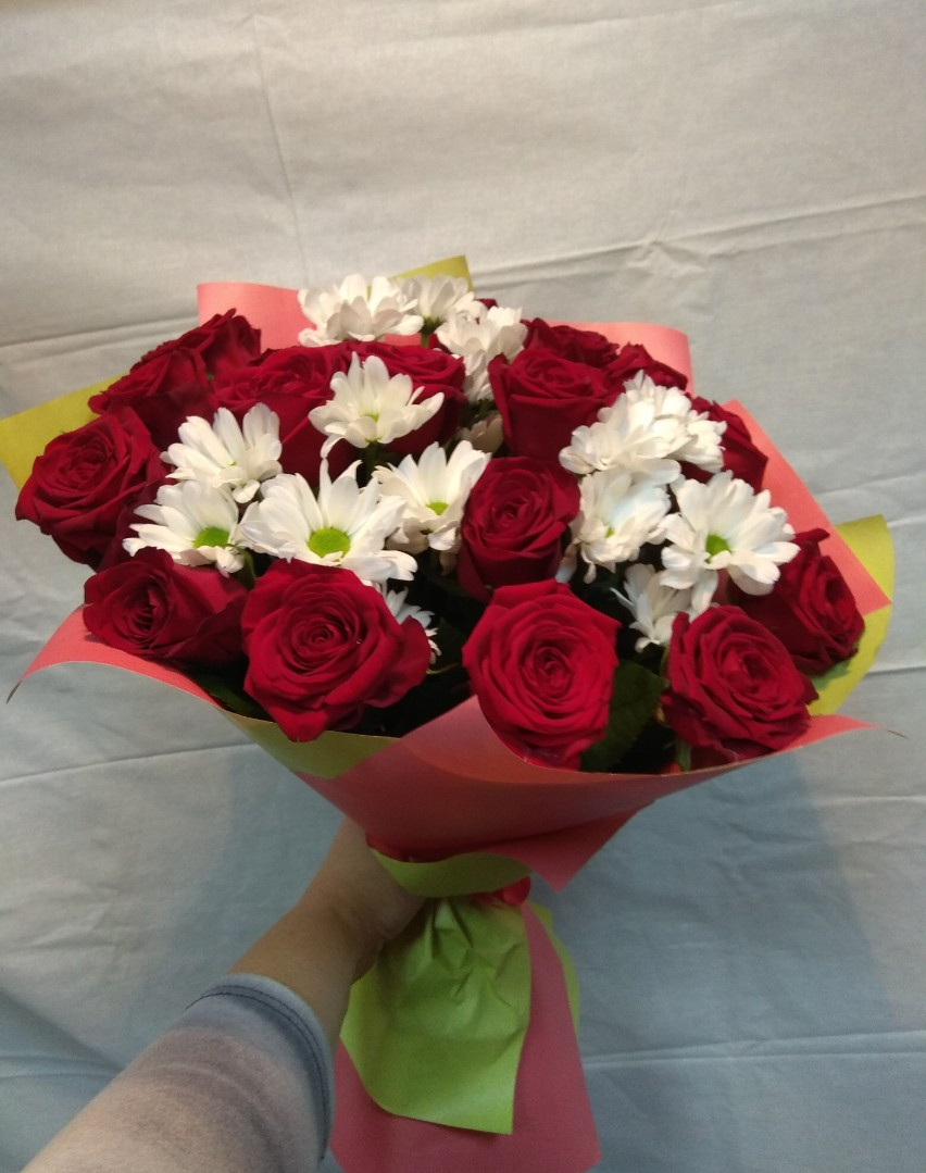 Букет из 150 роз и ромашек своими руками